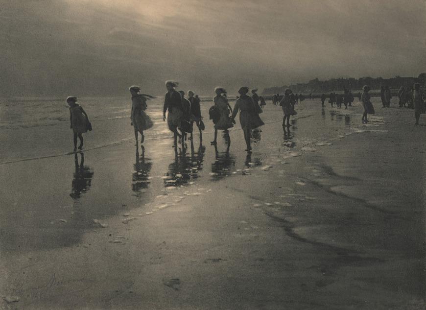 Leonard Misonne, Women on the beach