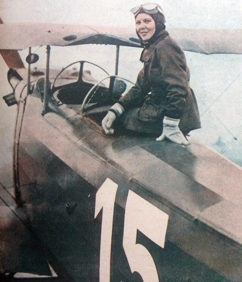 First woman / female combat pilot in the world